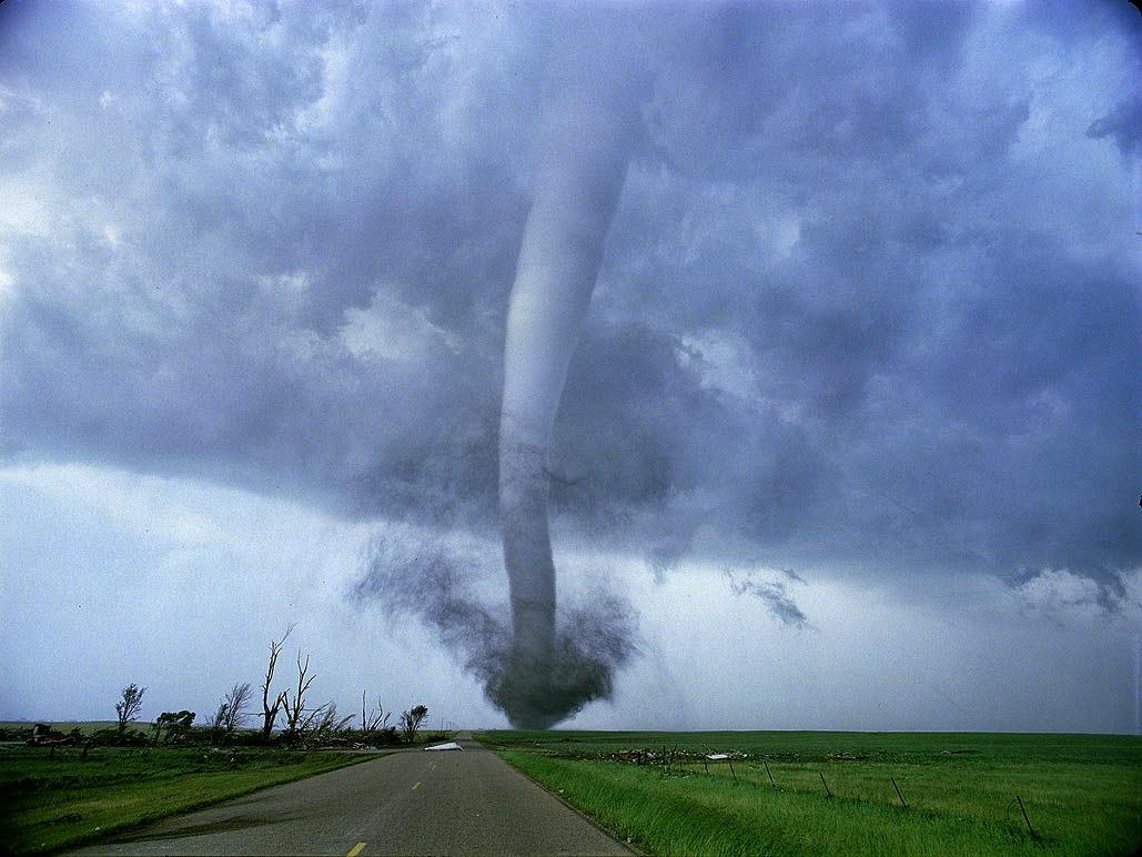 Tornado y huracán